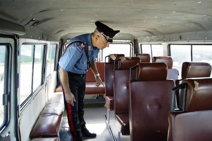 A Cercola scuola bus modificato e senza licenza: 22 bambini invece di 11