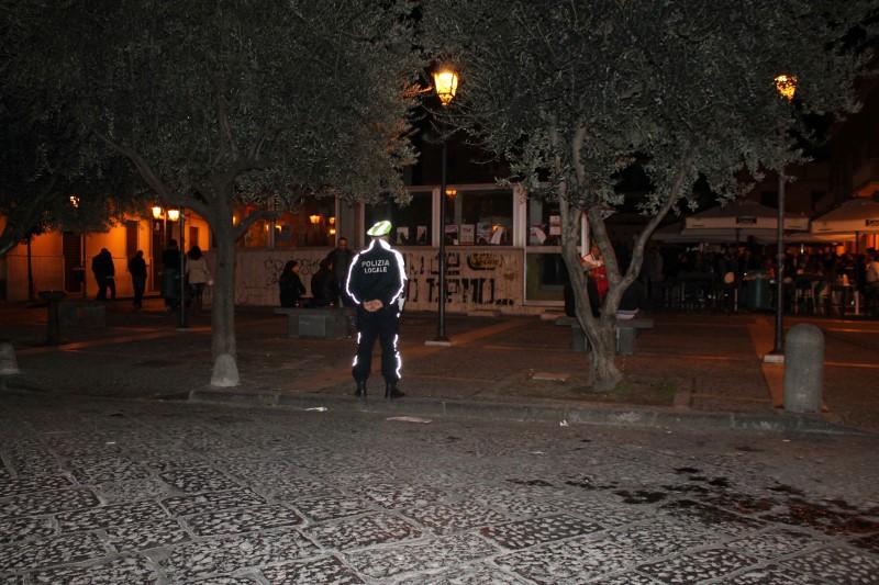 """""""Troppa immondizia in Piazza Mercato"""". Lello Russo chiude per una sera il centro della movida di Pomigliano"""
