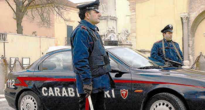 """Operazione 219: i Carabinieri entrano di notte nelle """"palazzine"""" di Somma, Marigliano e Pomigliano d'Arco tra arresti, denunce e sequestri di armi e scarpe contraffatte"""