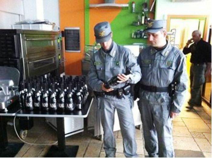 Vino pezzotto – Sequestrate dalla Guardia Forestale 80mila bottiglie con marchi Igp e Doc contraffatti