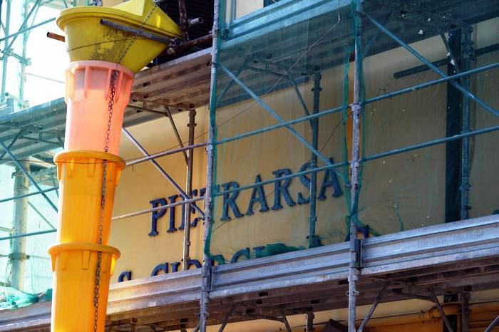 A Portici,crolla un solaio dalla palazzina da cui si accede a museo ferrovia: un morto e due feriti