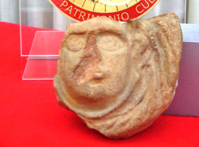 Pompei, consegna reperto rubato nel 1964: un turista canadese commise furto 50 anni fa, durante la luna di miele