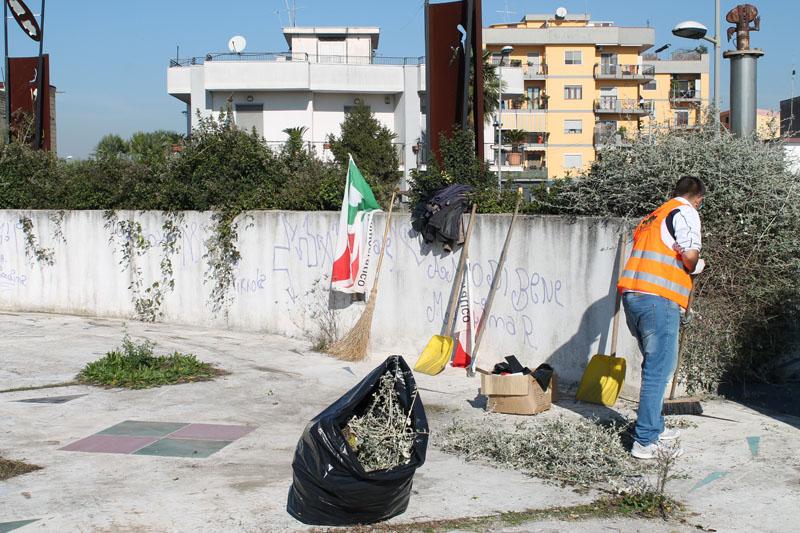 La Locomotiva del Pd ripulisce la Rotonda Dalisi