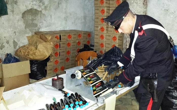 Botti: maxisequestro nel Napoletano i carabinieri scoprono deposito con 1,8 tonnellate di petardi