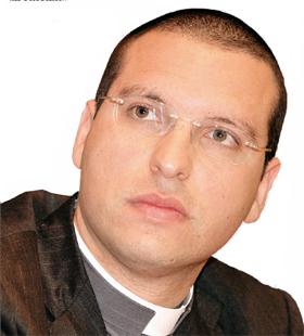 Il prete anticamorra don Luigi Merola incontra i ragazzi di Ercolano