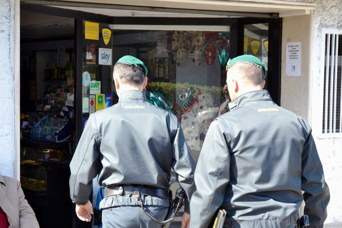 17 arresti per droga sotto il Vesuvio: sequestrati beni e aziende per 800 mila euro. Rapporti anche con narcos olandesi e venezuelani