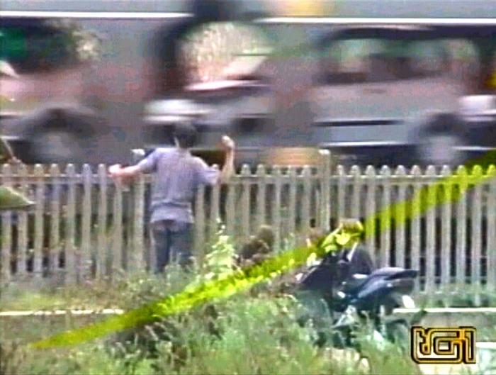 Sassi contro il treno, un passeggero ferito