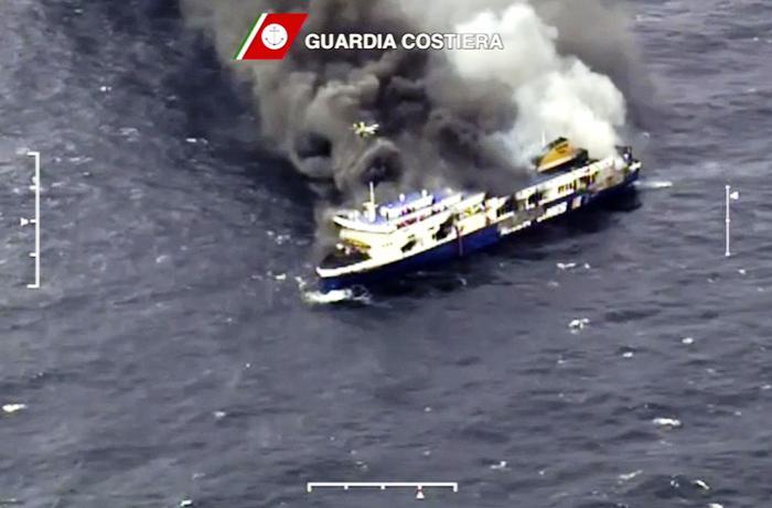 Tragedia Norman Atlantic: tre vittime napoletane. Lavoravano per un'azienda vesuviana che commercializza pesce