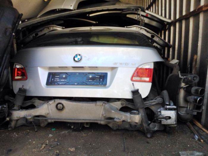 'Ripuliva' auto rubate, preso poliziotto, ai domiciliari anche un pregiudicato