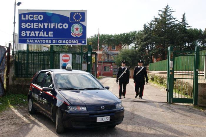 """Al Liceo Di Giacomo di San Sebastiano: """"Se entri, ti accoltello!"""" e i genitori denunciano tutto ai Carabinieri"""