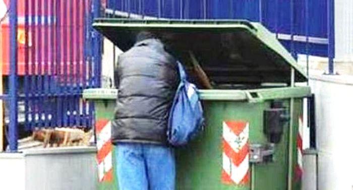 Scende a gettare la spazzatura, morso da un topo a Ponticelli