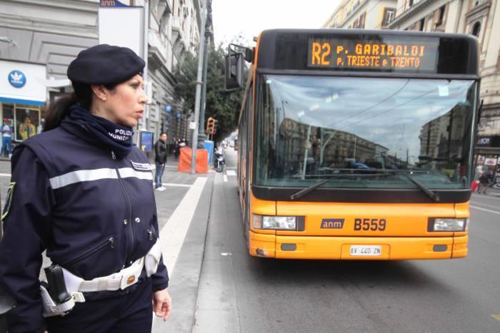 Da oggi minibus per il Centro di Napoli: una flotta di 11 veicoli per un investimento di 1 milione di euro