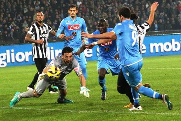 Juve batte il Napoli e riprende la fuga, polemiche sull'arbitraggio e le accuse del Presidente De Laurentis