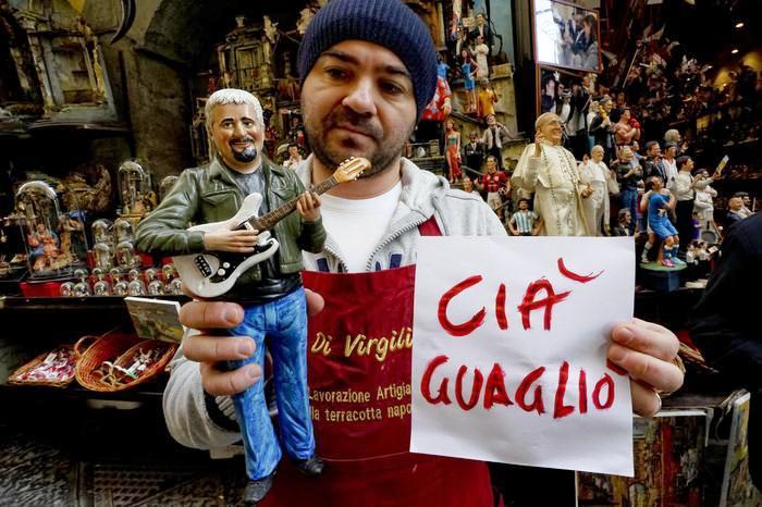 Dopo i 100 mila in Piazza del Plebiscito, oggi i doppi funerali di Pino: alle 12 a Roma e alle 19,00 nella basilica reale San Francesco di Paola a Napoli