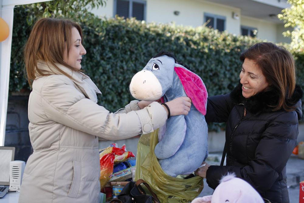 """Migliaia di giocattoli e alimenti in beneficenza per """"La Befana Solidale"""" di Volla"""
