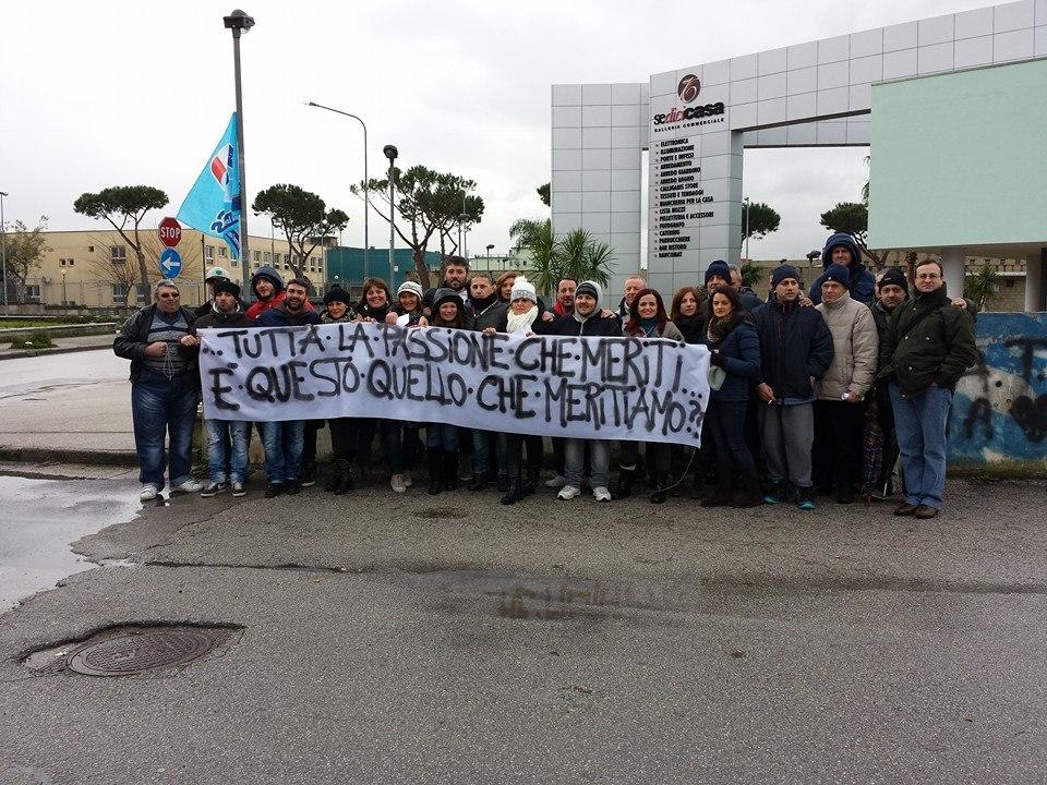 Volla, l'ex Auchan licenzia: gli operatori scioperano ed il Direttore risponde