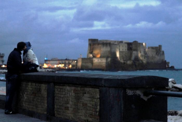 """Per San Valentino Napoli diventa la """"città dell'amore"""" in attesa del Festival del Bacio"""