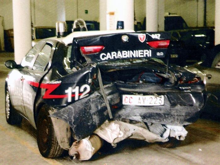 Inseguimento, baby gang si scontra con auto guidata da un carabiniere