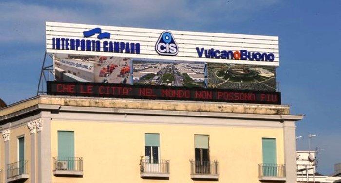 200 metri quadrati per denunciare l'abbandono delle Istituzioni: la pubblicità-denuncia di Gianni Punzo e delle imprese del Cis di Vulcano Buono e dell'Interporto di Nola