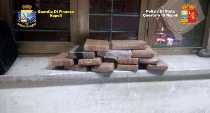 Napoli, colpo al business della droga: sequestrati dalla Guardia di Finanza 14 chili di cocaina