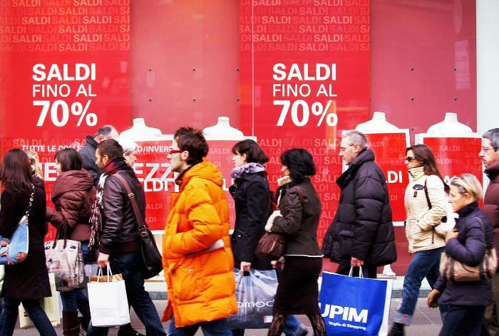 """Partono i Saldi: comprate Made in Campania e attenti ai """"tarocchi"""""""