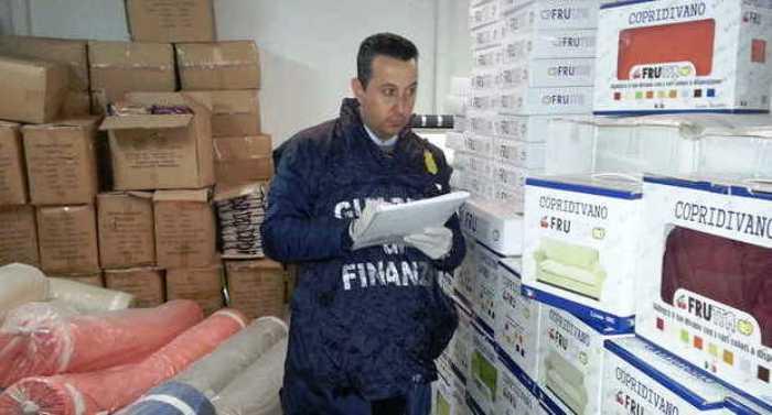 Sequestrati dalla Guardia di Finanza 250mila tra stoffe e capi di biancheria falsi