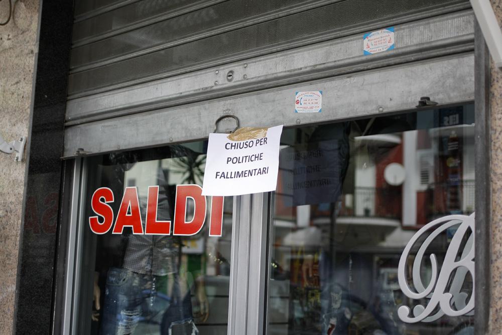 """""""Chiuso per politiche fallimentari"""": la protesta dei commercianti a Casalnuovo"""