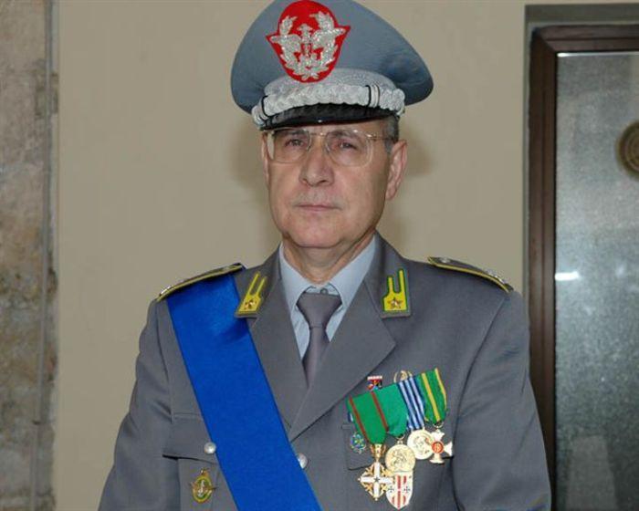La Guardia di finanza recupera 14 pc rubati in una scuola, cerimonia consegna a San Giorgio a Cremano col Generale Tatta