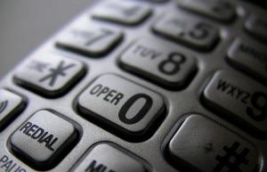 Help24: un servizio telefonico di ascolto e sostegno psicologico, attivo anche di notte.