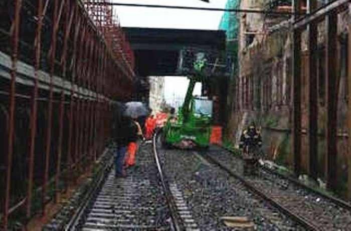 Napoli-Torre Annunziata, lavori ripresi. Rfi: i treni torneranno il 12 aprile
