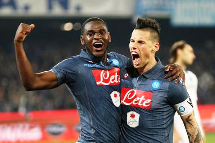 Il Napoli batte il Sassuolo 2-0: a tre punti dalla Roma, il  secondo posto è  più vicino