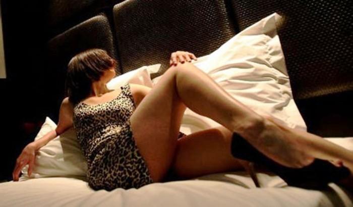 Nella Napoli bene, il regno del sesso con prostitute e trans stranieri
