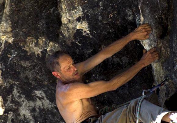 Erri De Luca, malore a Gaeta durante arrampicata: soccorso in eliambulanza