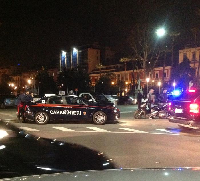 Movida sicura – A Napoli i carabinieri scoprono 80 auto senza assicurazione, elevate 166 multe e identificati parcheggiatori abusivi