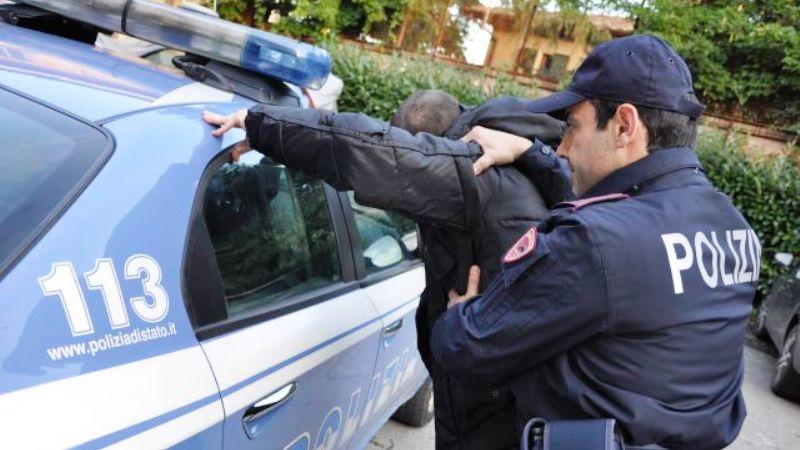 Peesta a sangue un 56enne alla stazione, la Polizia arresta Ivan Coppola e lo salva dal linciaggio