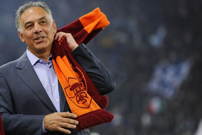 """Roma-Napoli, James Pallotta contro gli ultrà per lo striscione: """"Fottuti idioti"""" e chiama la mamma di Ciro Esposito per farle le scuse"""