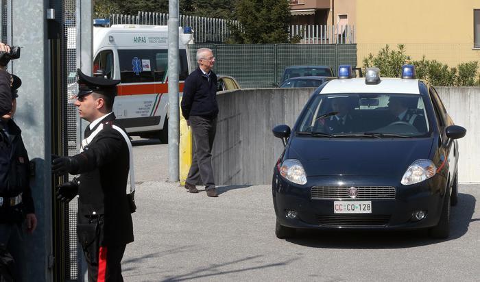 Uccide la moglie e poi si costituisce ai carabinieri e confessa tutto