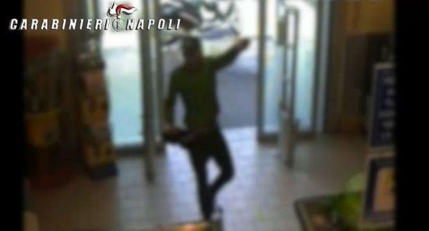 """Presa la """"banda bassotti"""" dei supermercati: tre giovani rapinatori arrestati dai carabinieri a Ponticelli"""