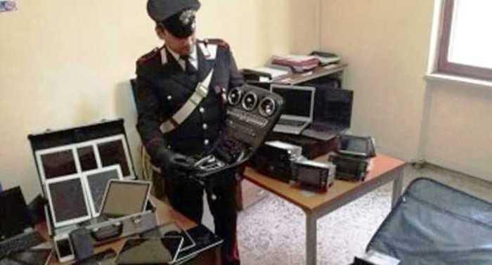 Casoria, scoperto maxi-deposito dei prodotti hi tech rubati: tre denunciati