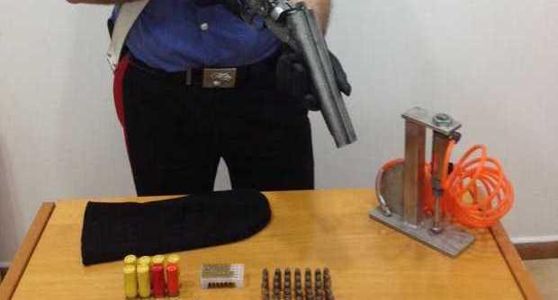Parco Conocal a Ponticelli: i carabinieri arrestano un pusher e trovano una lupara nel vano ascensore