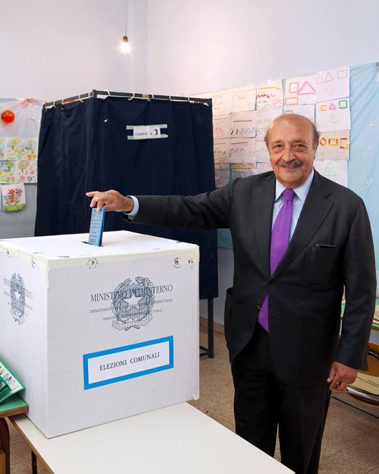 Lello Russo stravince su tutti, senza ballottaggio si riconferma sindaco di Pomigliano d'Arco