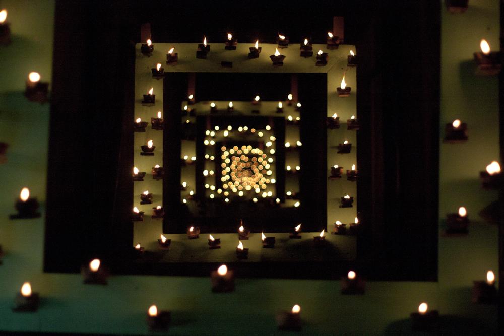 Piccole fiammelle e giochi di specchi alla Festa delle Lucerne