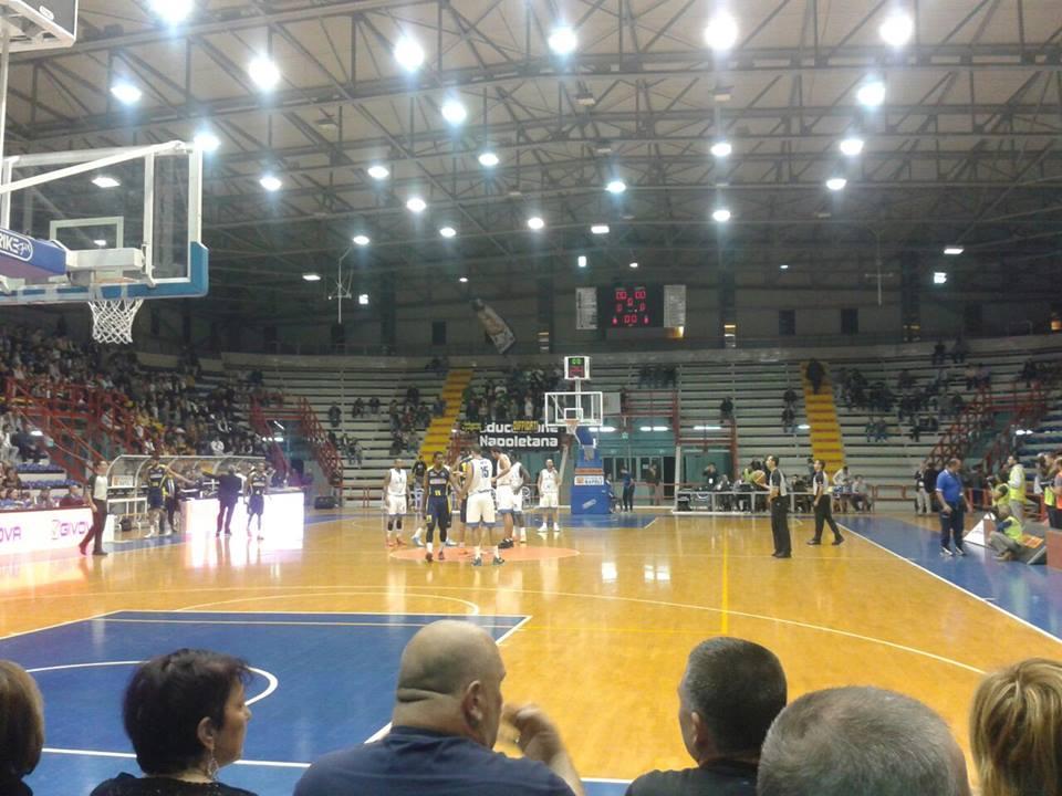 La Napoli Basket esordisce in Campionato al Palaveliero di San Giorgio a Cremano. Comincia bene l'avventura degli azzurri.