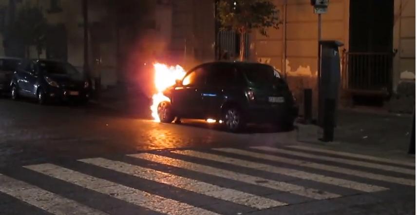 Portici. Incendio nella notte al Corso Garibaldi