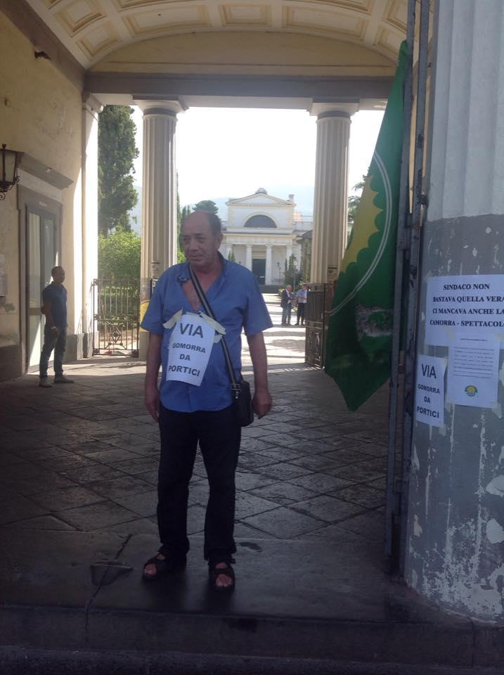 """Girano Gomorra al Cimitero di Portici, è polemica politica. Nicola Marrone: """"Gomorra è un efficace strumento di denuncia"""""""