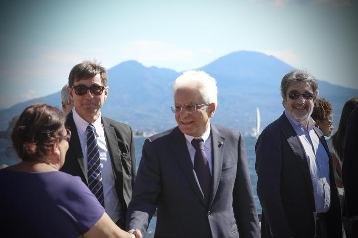 """Il Presidente Mattarella a Napoli inaugura l'anno scolastico: """"La camorra sarà sconfitta. Ragazzi, permettetemi di dirvi: andate a scuola! Andateci"""""""