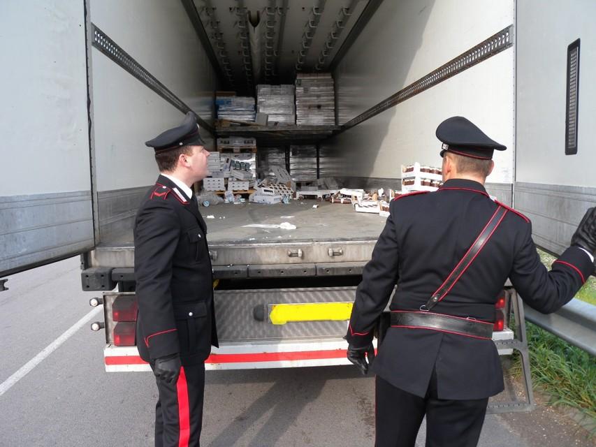 Napoli, tir sequestrato sull'autostrada: recuperato bottino da un milione