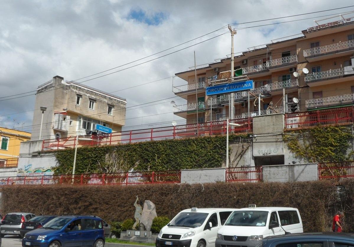 Incontro tra Comune di Ercolano ed Eav per il miglioramento delle stazioni della Circumvesuviana presenti in città. Buonajuto: «Subito interventi per decoro e sicurezza dei passeggeri»