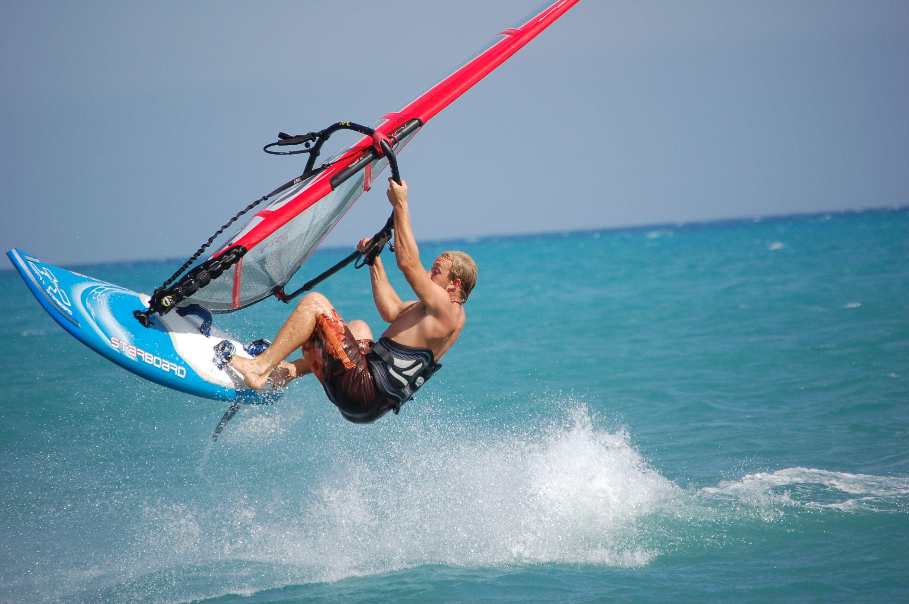 Come in California:  in programma oggi al Circolo Savoia la presentazione delle attività nautiche e dei corsi di wind surf e windsurf