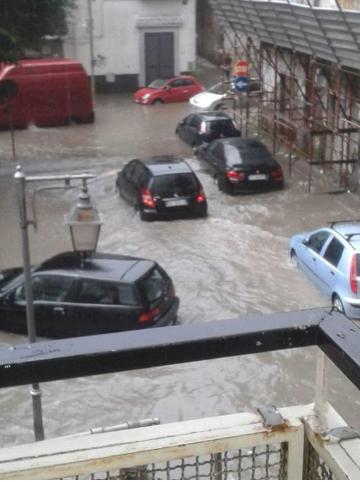 Pomigliano d'Arco. Una bomba d'acqua sommerge la città